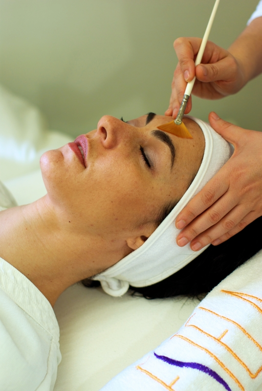 Best Gold Facials for Oily Skin