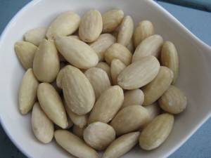 Blanched almonds 300x225 - Almonds can help to lose weight