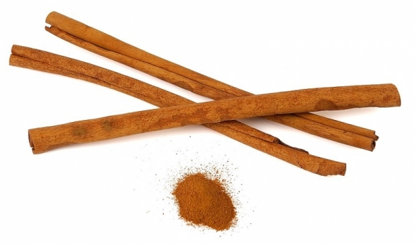 canelle cinnamomum verum luc viatour crop1 - Get glowing skin with these seven kitchen ingredients