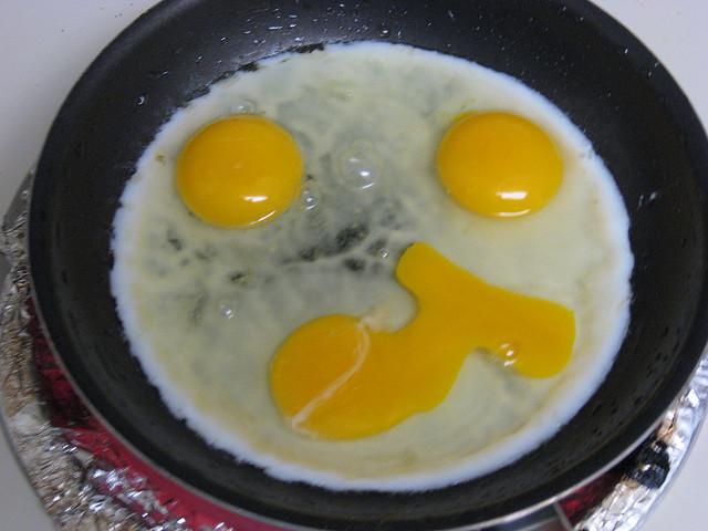 Dangers of eating rotten eggs