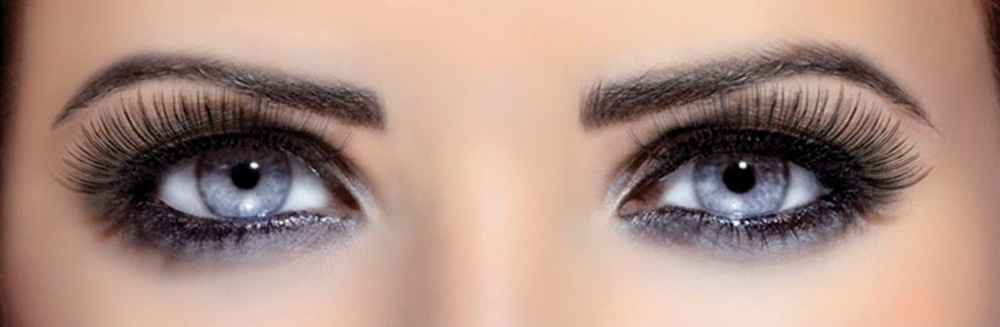 Use castor oil to get long and thick eyelashes