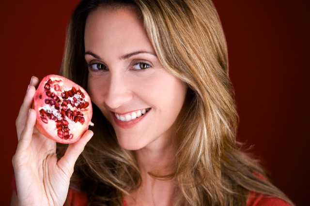 skin care benefits of pomegranate juice