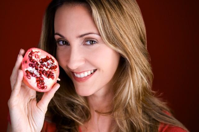 skin care benefits of pomegranate juice