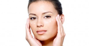 mistakes to avoid when applying eye cream 300x157 - 7 Skin Whitening Mistakes To Avoid