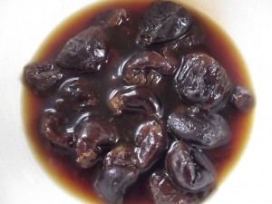 soakedprunes 300x225 - Benefits of prune juice for weight loss