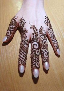 25 DIY Mehndi Designs for Regular Use