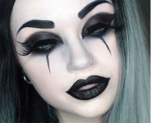 3 8 300x245 - En Route the Goth Way Makeup Styles for you!