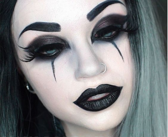 En Route The Goth Way Makeup Styles For You! - Yabibo