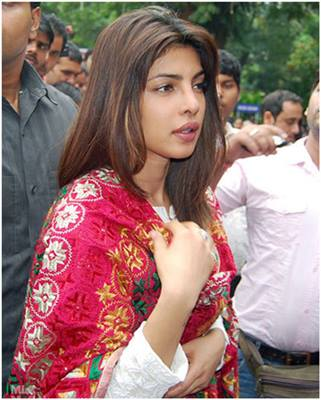 10 pictures of priyanka chopra without makeup10 1 - Priyanka chopra Looks In Real Life Without Makeup