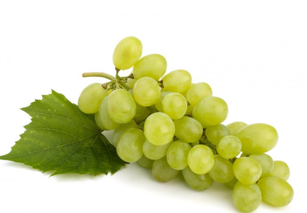 bundle of green grapes 1 - Amazing Benefits and side effects of tartaric acid
