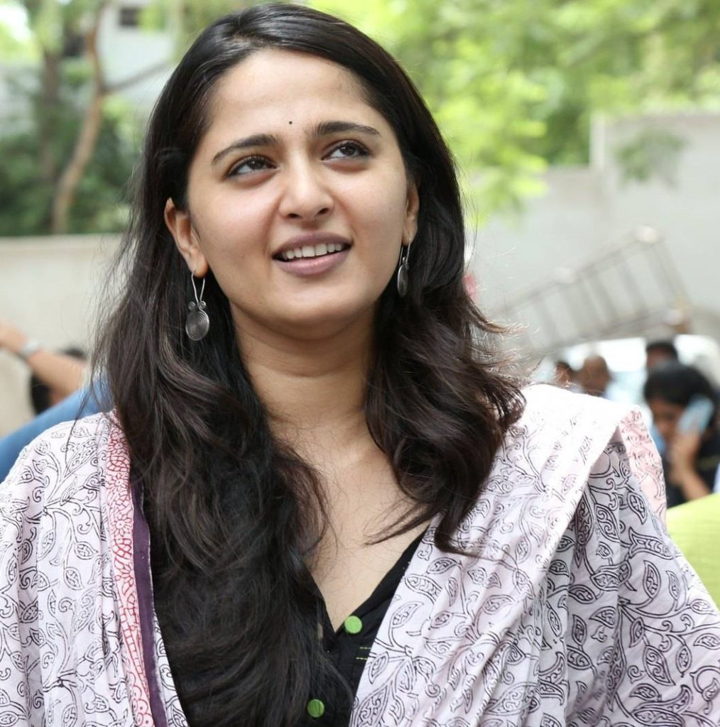 Anushka Shetty Photos At Baahubali Movie Success Meet 5 1014x1024 - Anushka Shetty Without Makeup Pictures