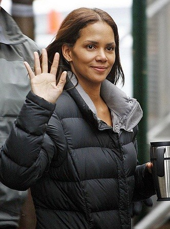 Halle Berry without makeup 10 - Top 10 Beautiful Black Female Celebrities