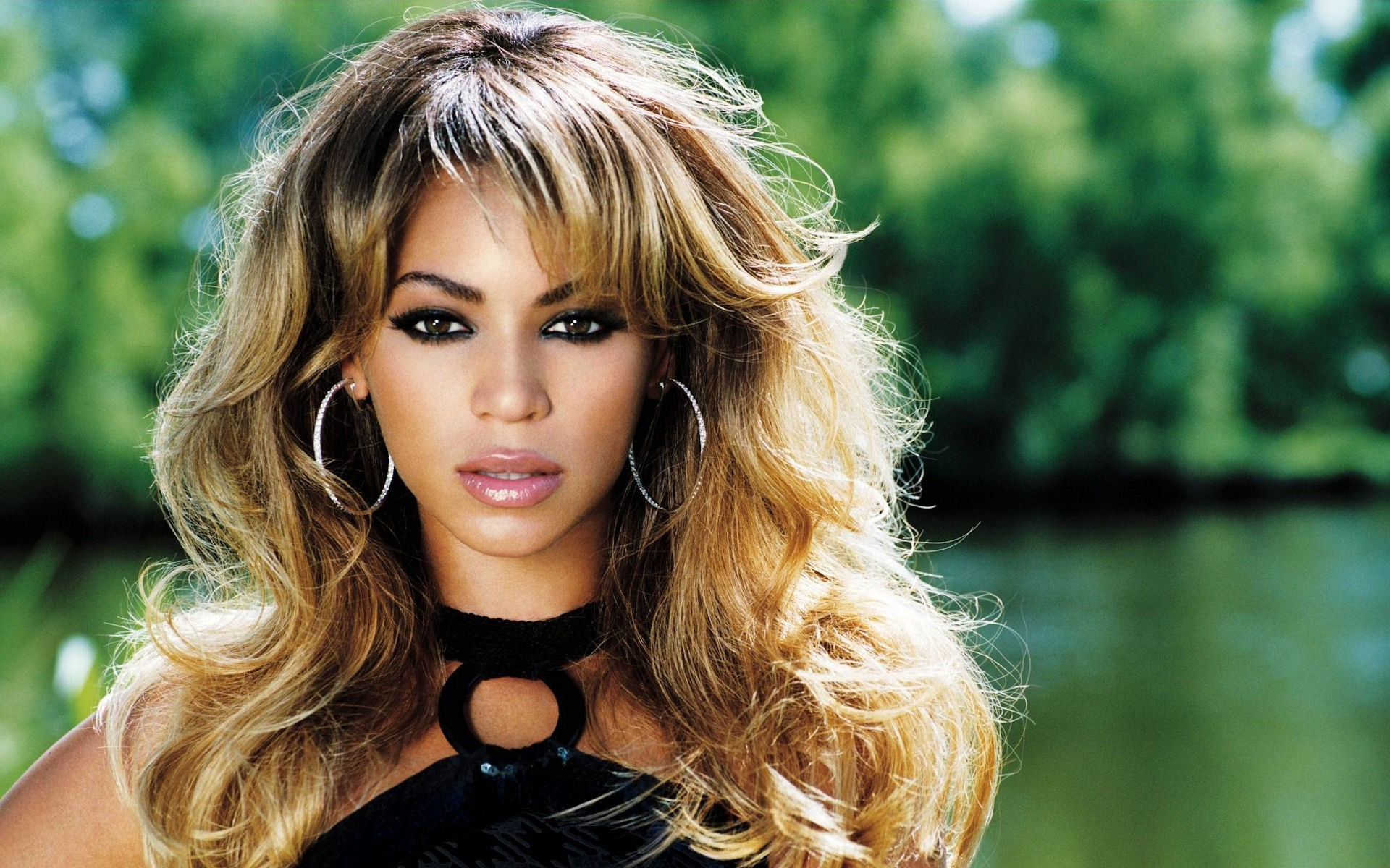 beyonce knowles 4300 - Top 10 Beautiful Black Female Celebrities