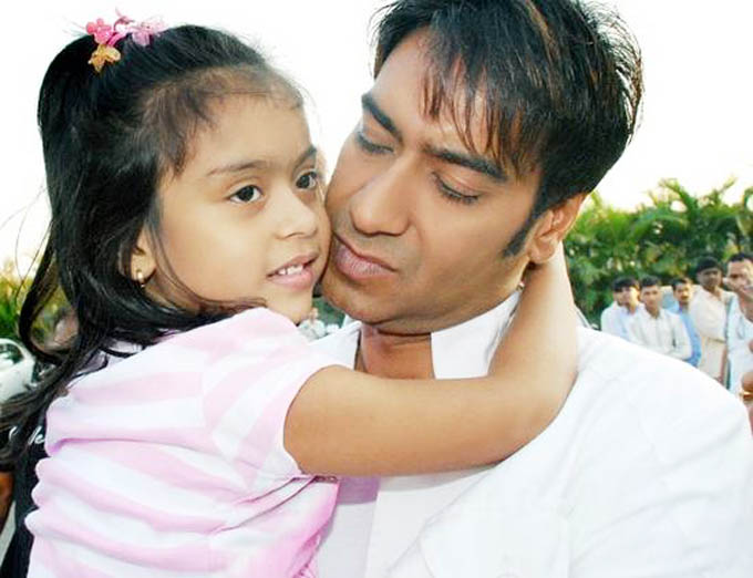 celebrities with their kids 13443345100 - Top Most Popular Celebrity Kids In India
