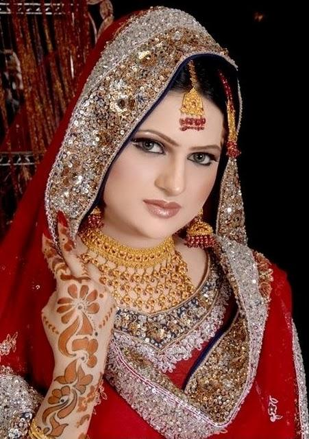 muslim look - Top 10 Most Beautiful Indian Bridal Sarees Looks