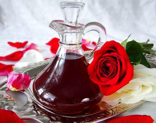 DIY Homemade Rose Water Recipe