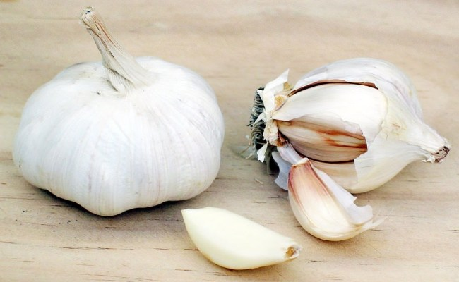 Garlic - Home Remedies To Stop Wheezing Quickly