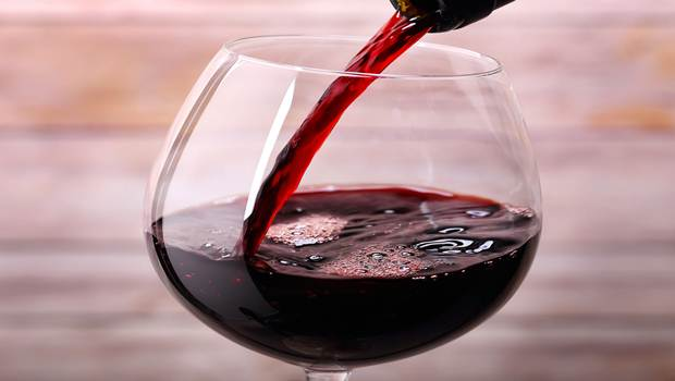 red wine contains antioxidants - 5 Amazing Benefits of Red Wine for Anti-aging