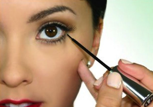 Step-By-Step Guide To Apply Eyeshadow Like A Pro