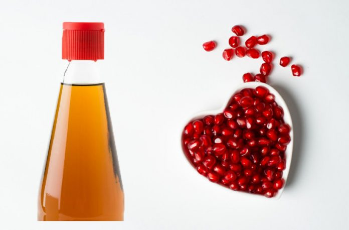 8 Incredible Benefits & Uses of Pomegranate Seed Oil
